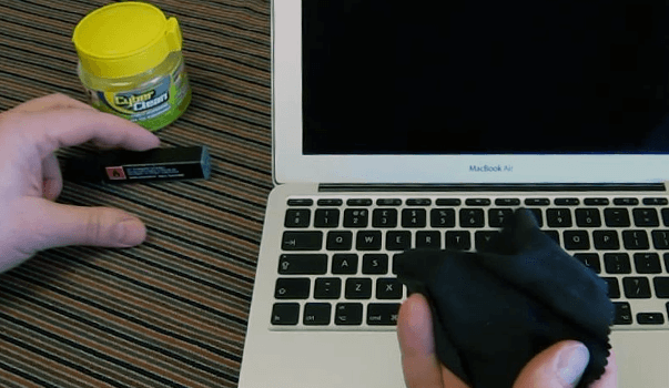 Чистка экрана, клавиатуры и корпуса ноутбука